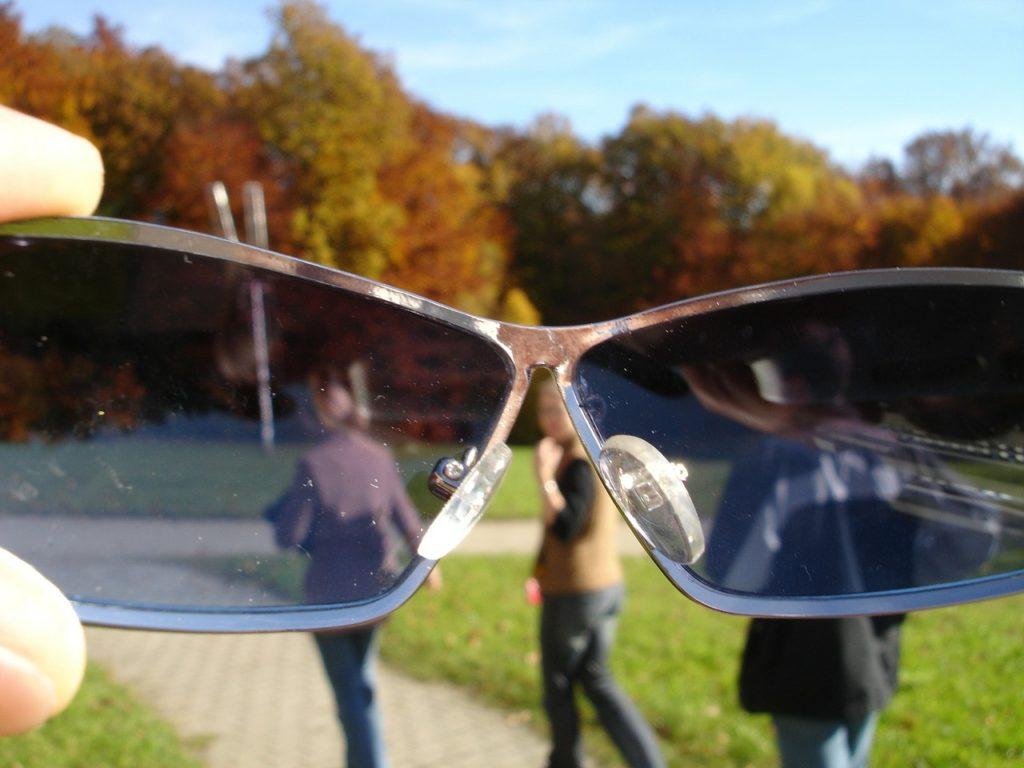 sunglasses-61976_1280